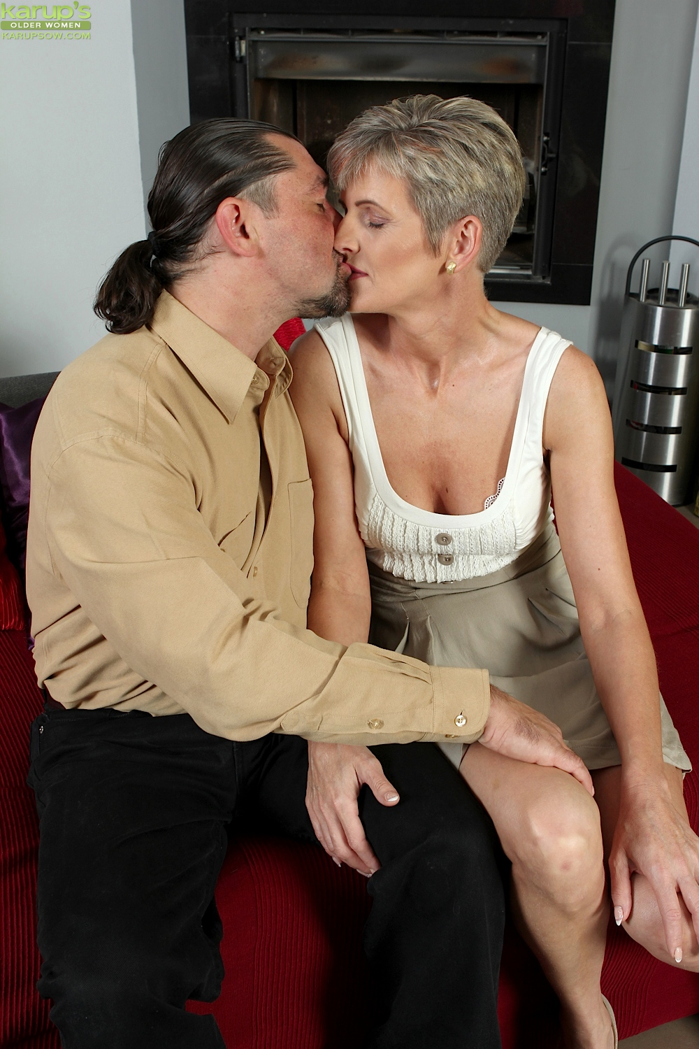 Skinny boy gets a handjob from fat cougar doctor anna 5